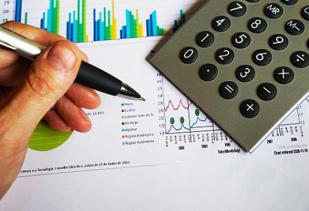 ČNB reguluje výši hypoték. Kolik mohou banky půjčovat v zahraničí?