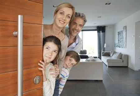 Jak velkou část příjmů dávají Češi na splátku hypotéky?