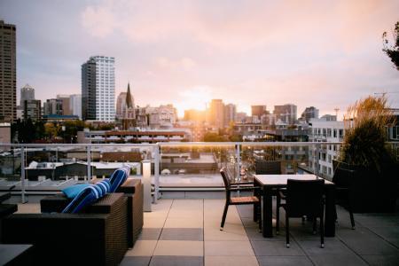 Čtyři byty z deseti letos kupují investoři