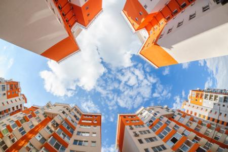 Průměrná cena dvoupokojového bytu se poprvé v historii dostala nad 2 mil Kč