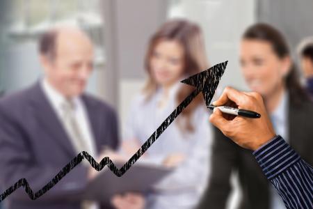 Úrokové sazby hypotečních úvěrů nadále rostou