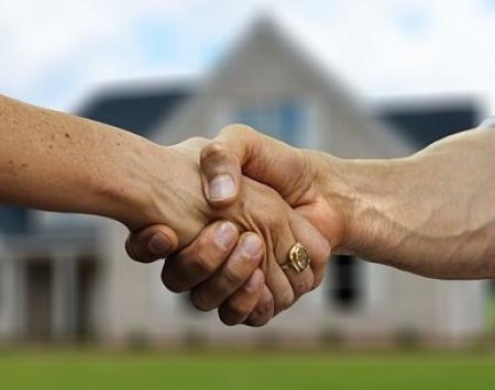 Koupě nemovitosti v exekuci. Jaké jsou hlavní výhody a nevýhody