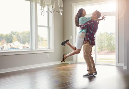Průměrná nabídková sazba hypoték začala klesat