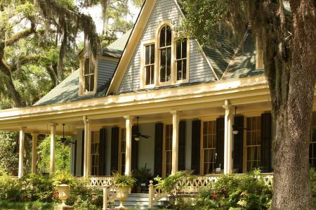 Nabídkové sazby hypotečních úvěrů začaly klesat