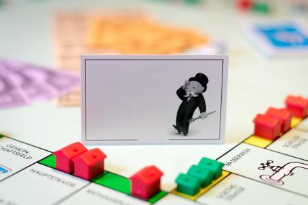 Hypoteční trh se propadl o čtvrtinu. Banky snižují sazby