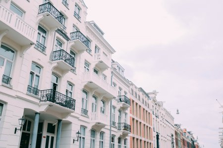 Prodeje bytů a domů stále rostou. Jejich ceny ovšem také
