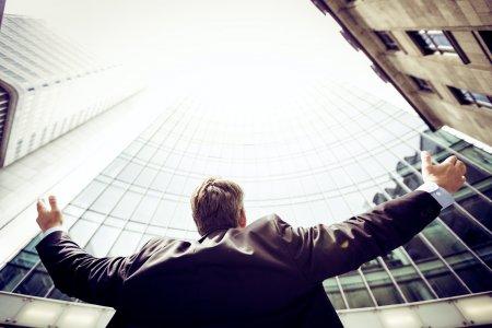 Hypoteční horečka vrcholí. Banky poskytly o 95 procent více hypoték než před rokem