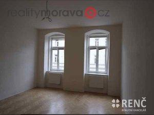 foto OB 1+1 STARÉ BRNO, ul.Václavská za OB 2-3+1 s výtahem s balkonem ( max.100 m2 ) okolí Mendlova náměstí