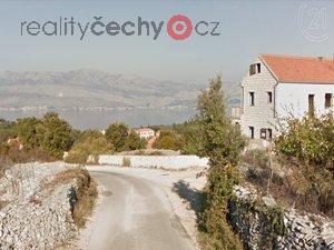foto Prodej pozemku 1476m2, vydané stavební povolení na luxusní vilu s 5-ti bytovými jednotkami s rozlehlým bazénem, Chorvatsko, ostrov Brač